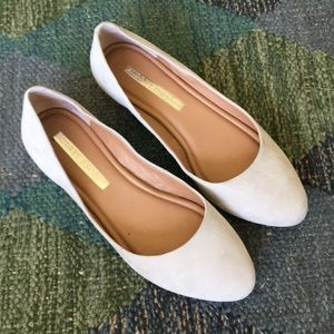 Beautiful pale gray suede flats 8 1/2
